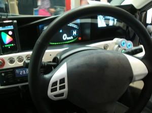 社内の運転席の様子